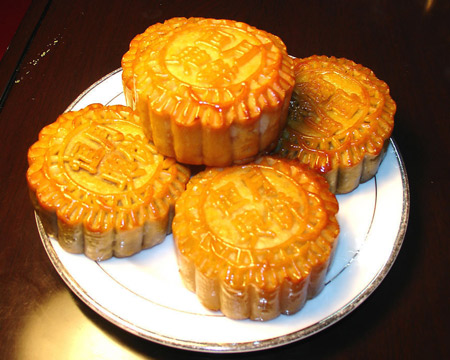 Moon cake is round.