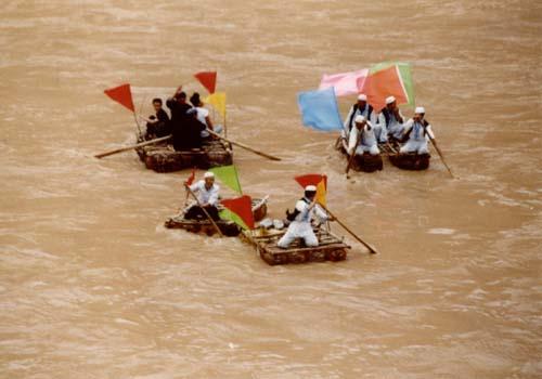 黄河上的羊皮筏子